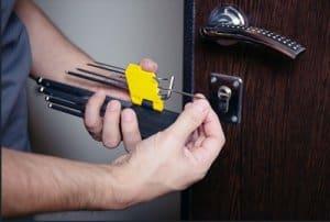 כל סוגי תיקון דלתות על ידי מנעולן מוסמך